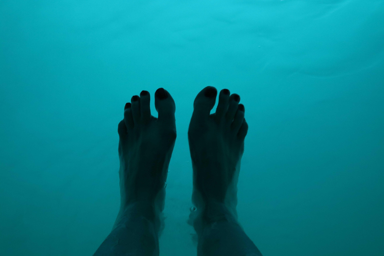 sensory deprivation tank feet first