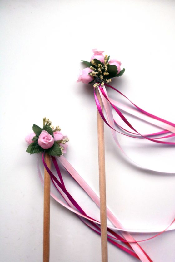 OMG mini maypoles. The cutest, easiest Beltane craft. Would be good to do with little ones!