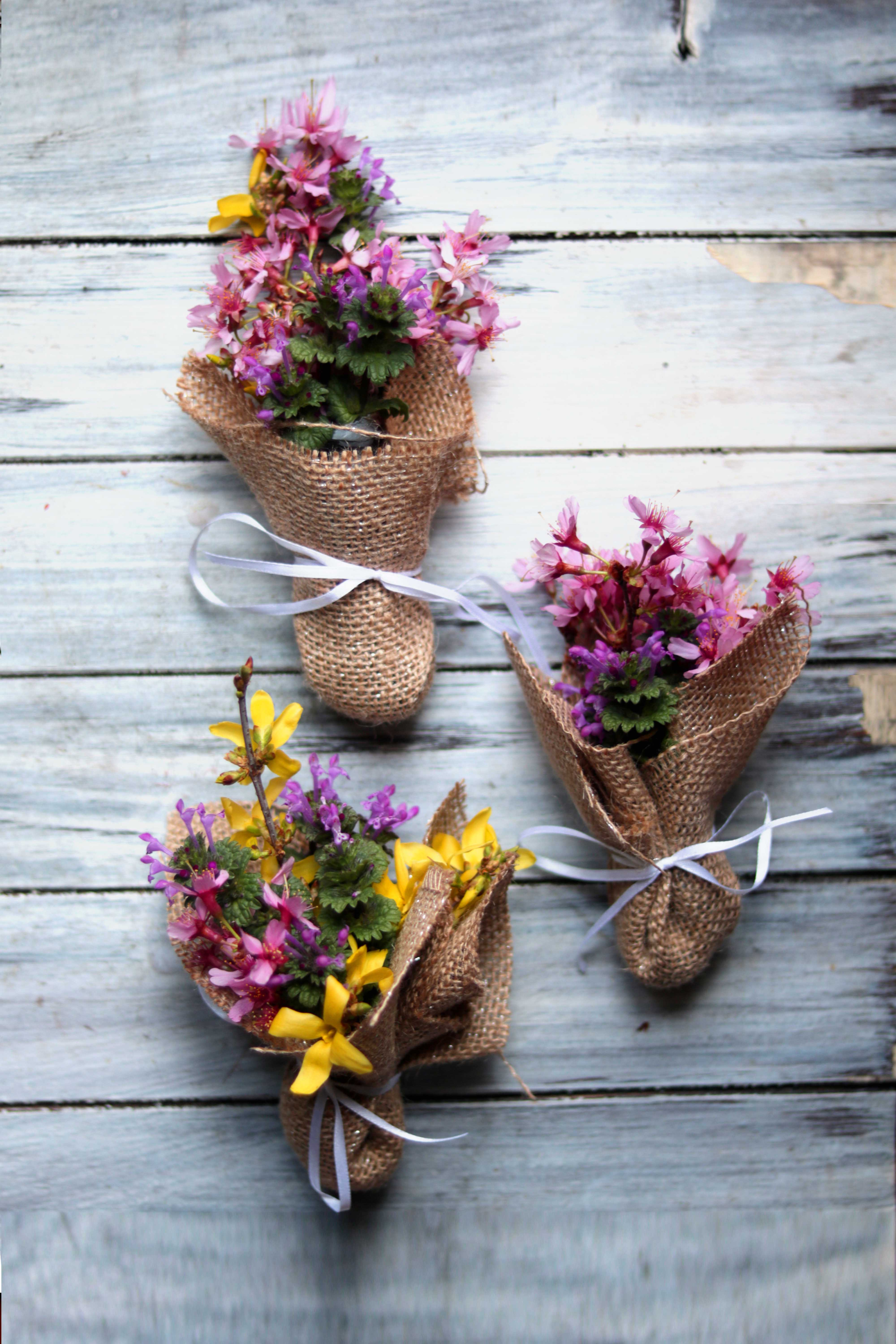 Beautiful! Make mini wildflower bouquets for the spring equinox.
