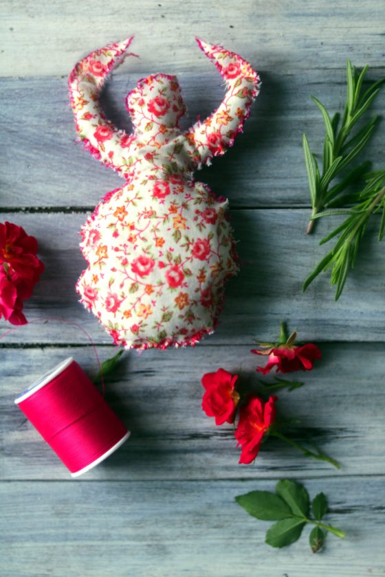 DIY Love goddess spell poppet. Easy to make yourself. Stuff it with attraction herbs like dried roses, rosemary or orange peel. A beautiful way to spend a rainy afternoon.