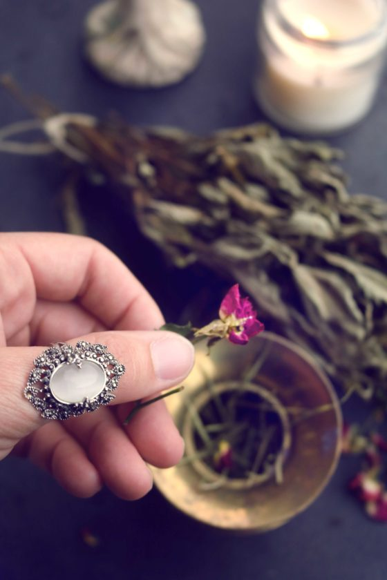 7 Witchy DIY incense recipes. One for every spell imaginable!