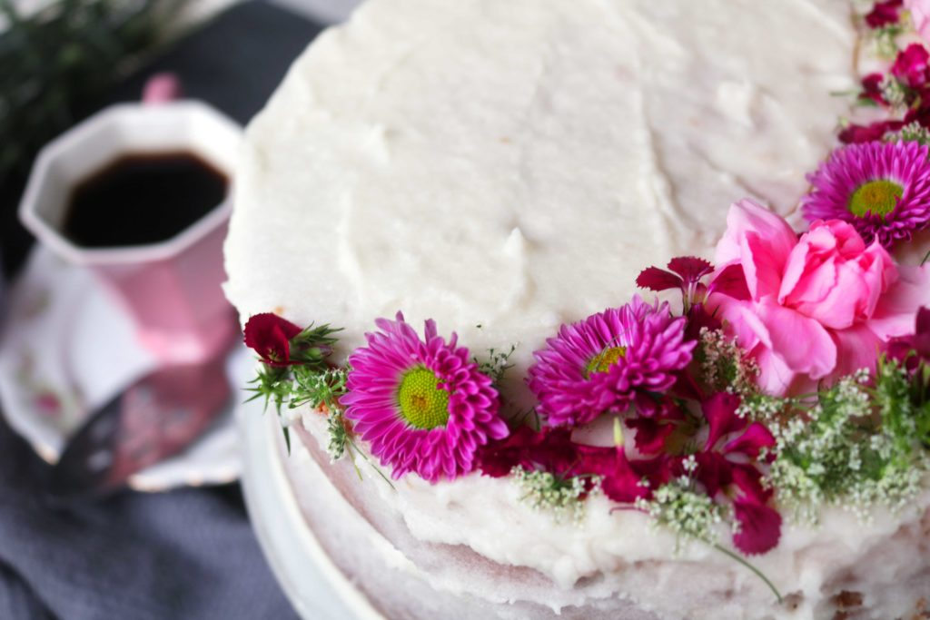 How to use real flowers on a DIY spring cake.