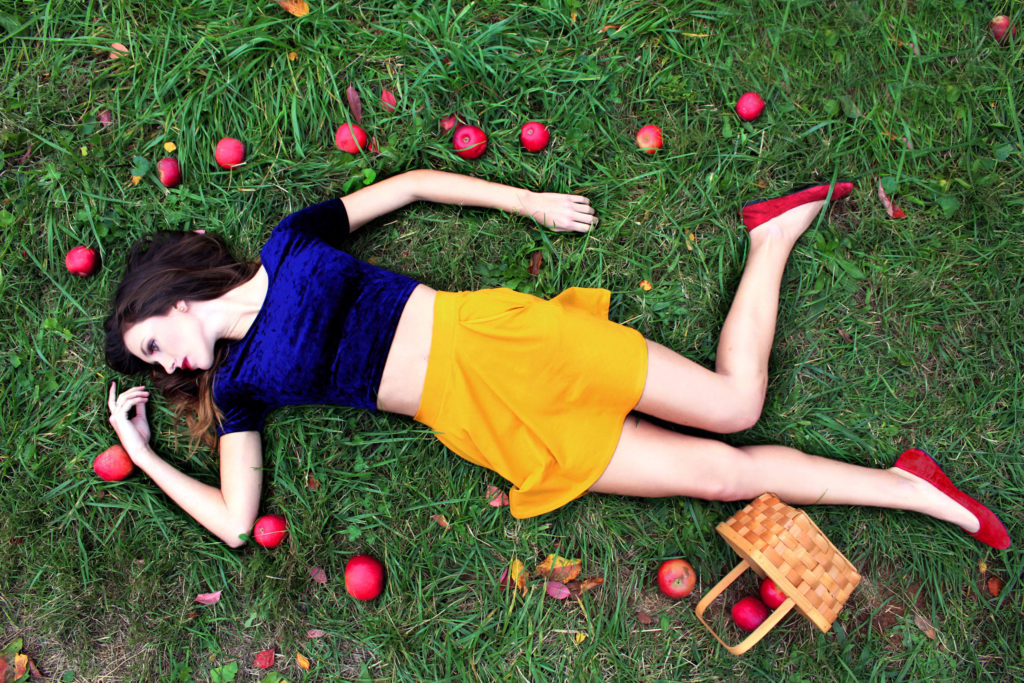 Snow white and the poison apple.