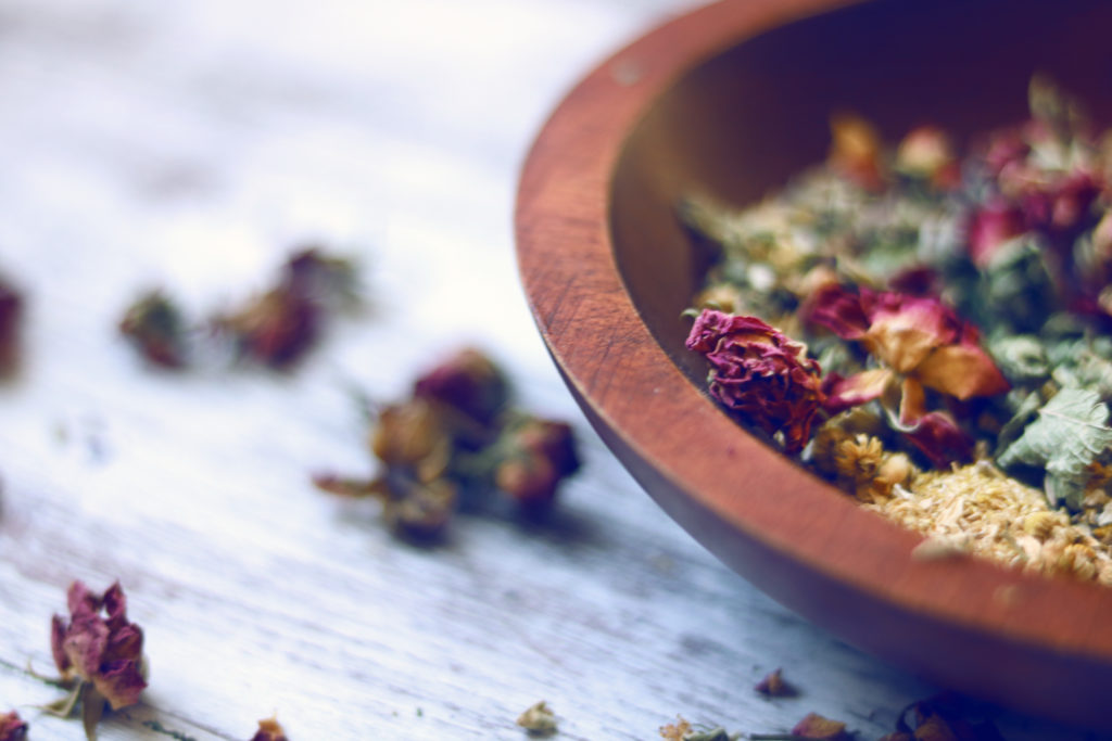 Beautiful loose incense recipe for the Spring Equinox.