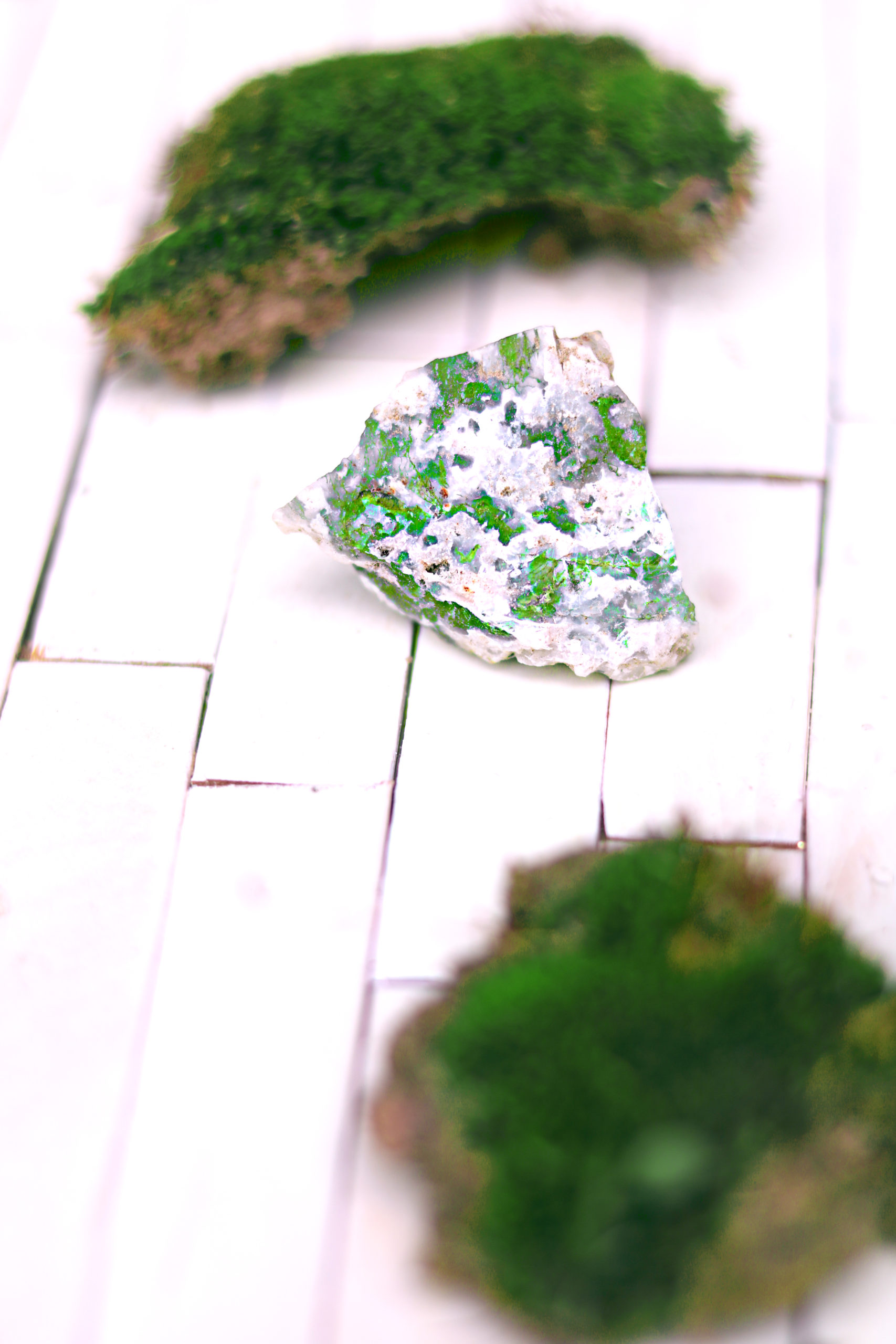 9 Ways to Use Moss Agate in Witchcraft
