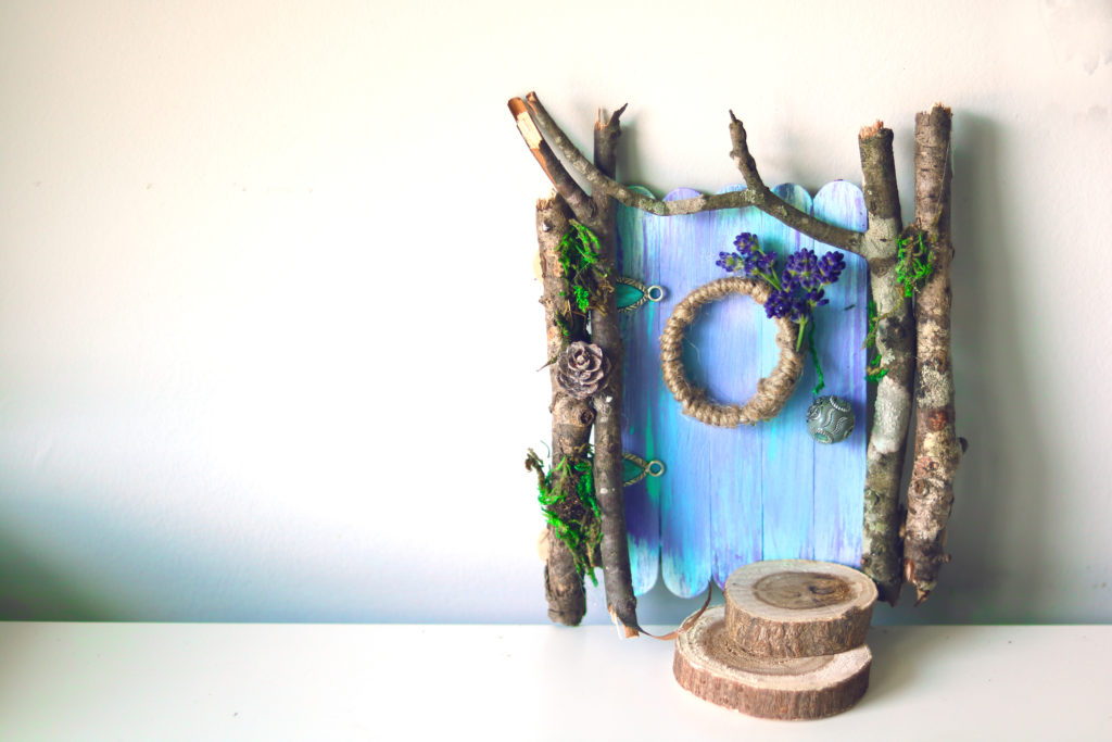 DIY fairy door craft project. Easy, whimsical and beautiful.